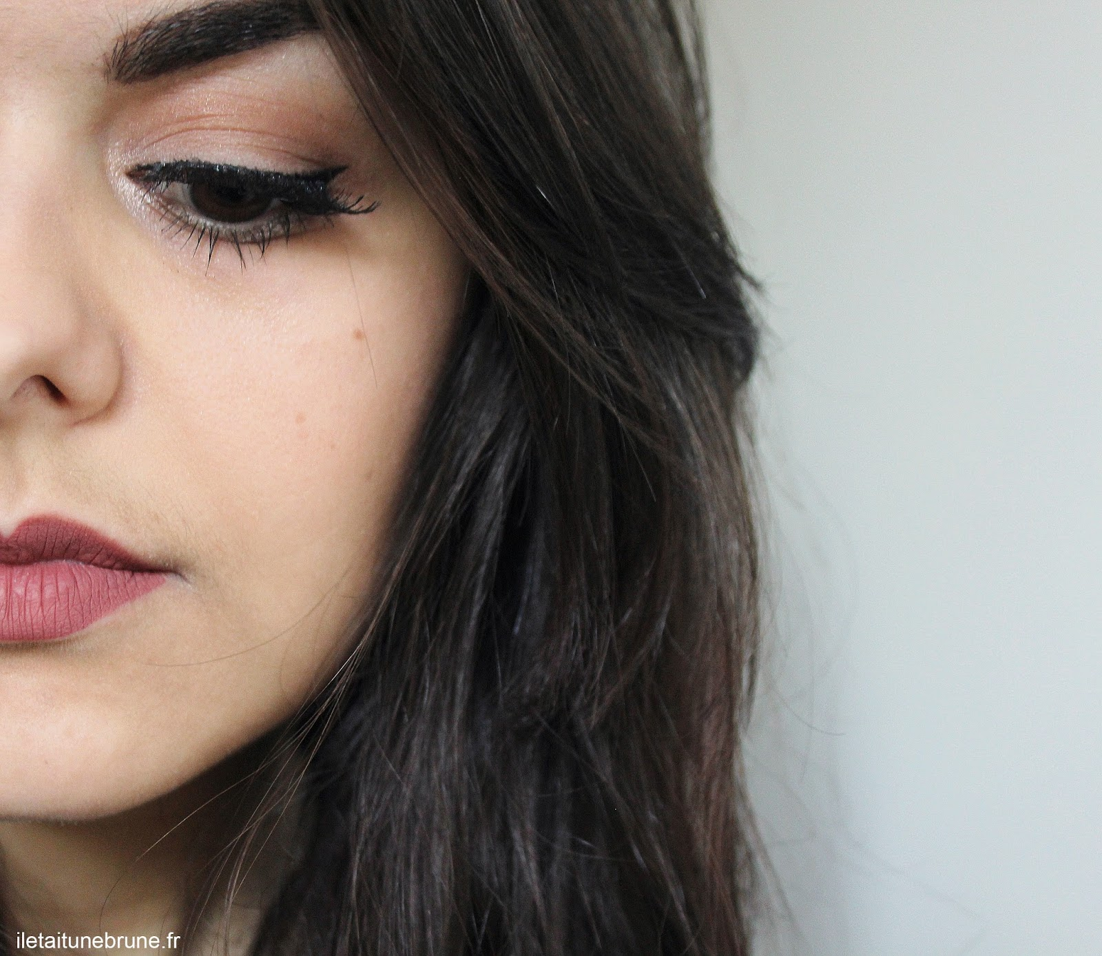 maquillage nude avec faux-cils