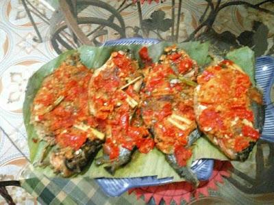 Masakan pepes ikan bawal