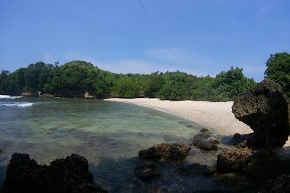 Eksotisme Pantai Sawahan Ombo