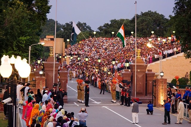 10 Amazing Border between Countries | The Wagah border between Pakistan and India