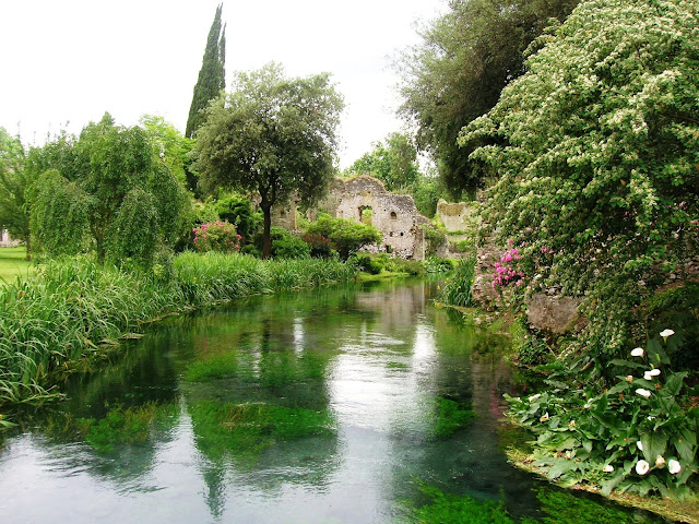 Giardino di Ninfa - Foto  Mentnafunangann - Opera propria, CC BY-SA 3.0, https://commons.wikimedia.org/w/index.php?curid=10574795