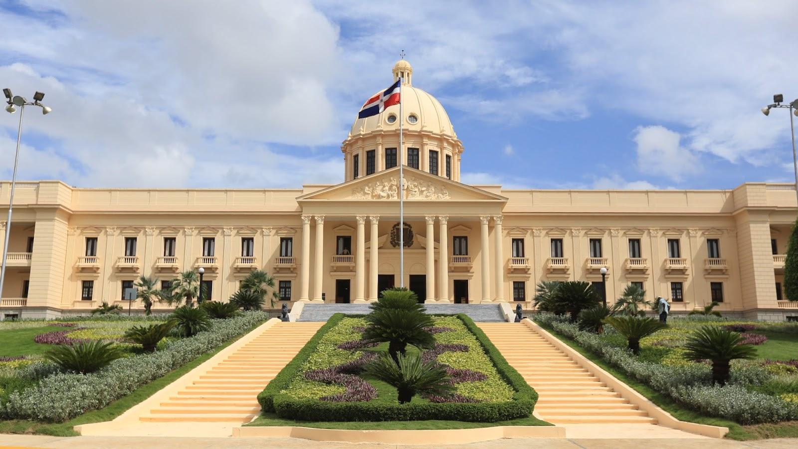 Danilo Medina promulga ley que endurece las penas por lavado de activos