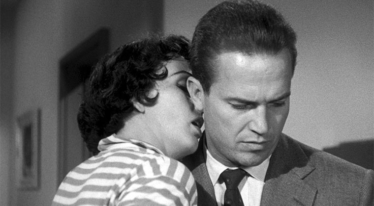 Velma Wickman (Maxine Cooper) & Mike Hammer (Ralph Meeker) in KISS ME DEADLY (Rattennest, 1955). Quelle: Criterion Blu-ray Screenshot (skaliert)