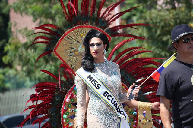 Imagen de una hermosa reina ecuatoriana en el desfile ecuatoriano NYC - MISS ECUADORLGBT community