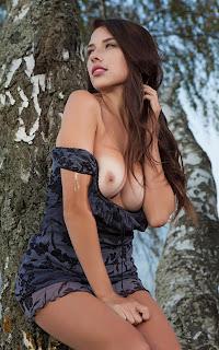 hot chicks - Niemira-S03-006.jpg