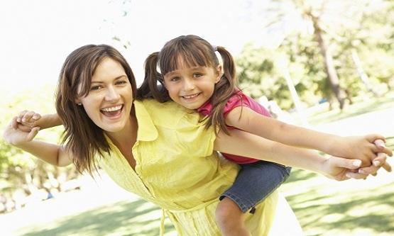 الطفل,الأم,أمور,يستمدها,طفلك منك,النظام,النظافة,عدم الكذب,أدب الحديث,هدوء,الفوضى,التهور,أبنائك