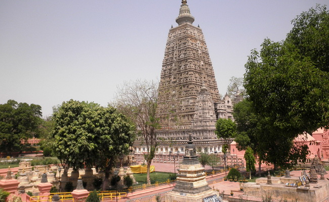 Xvlor.com Mahabodhi Temple is the Buddha attained enlightenment in Bodh Gaya