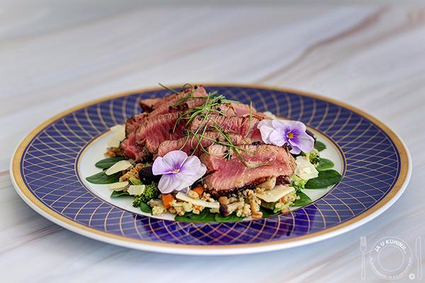 Biftek sa salatom od kinoe
