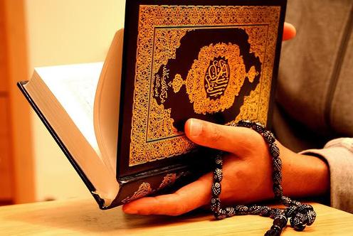 Inilah Manfaat Membaca Alqur'an Setelah Maghrib dan Shubuh, Masya Allah...