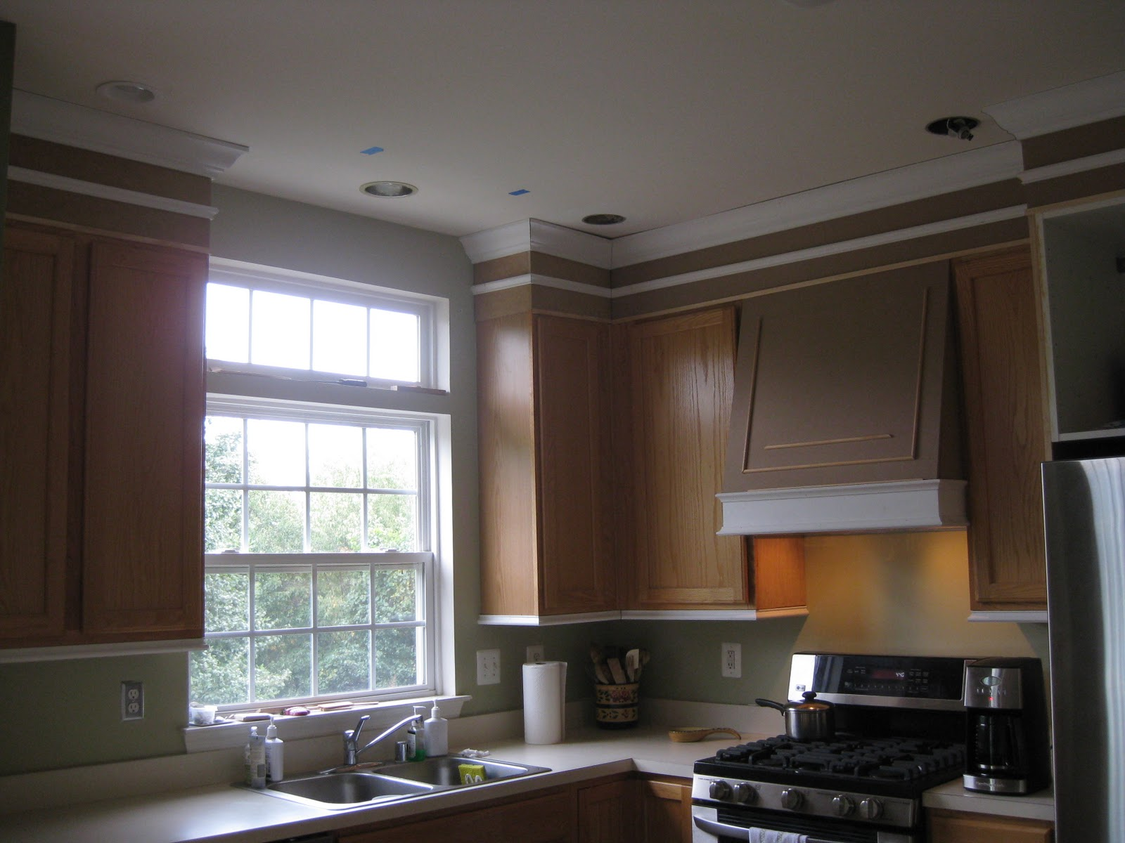 Crown Moulding Above Kitchen Cabinets Remodelando La Casa Adding Moldings To Your Kitchen Cabinets