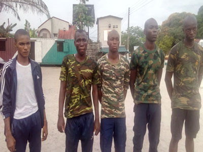 fake soldiers beat up delsu student