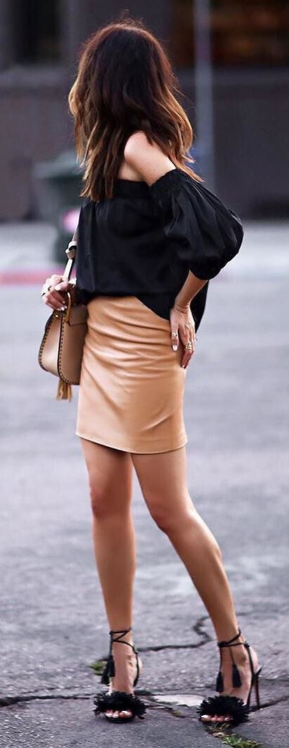 trendy outfit idea: top + skirt + bag