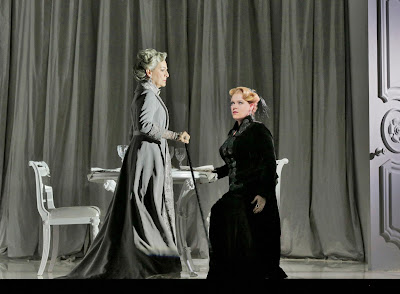 Helene Schneiderman (Old Baroness) and Erin Wall (Vanessa) in 'Vanessa' (c) Ken Howard for Santa Fe Opera, 2016