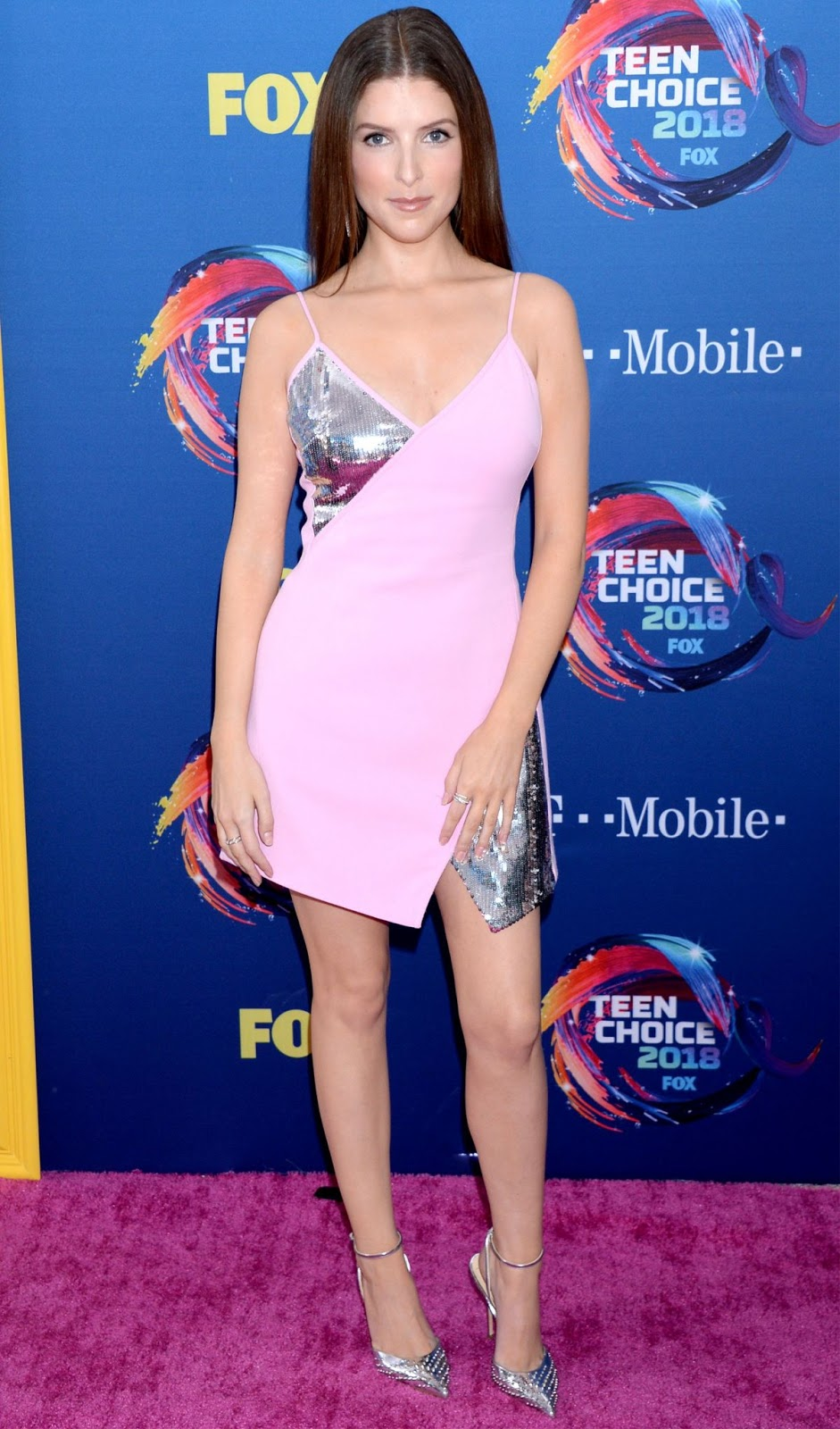 S And W >> Anna Kendrick at 2018 Teen Choice Awards in Beverly Hills ...