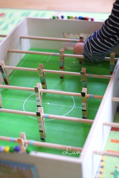 lunaju fu ballstadion f r die jungs ich habe einen kicker gebaut. Black Bedroom Furniture Sets. Home Design Ideas