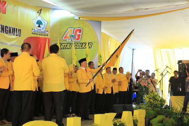 Berdasi Merah, Plt Gubernur Bengkulu Dilantik Ketua Golkar