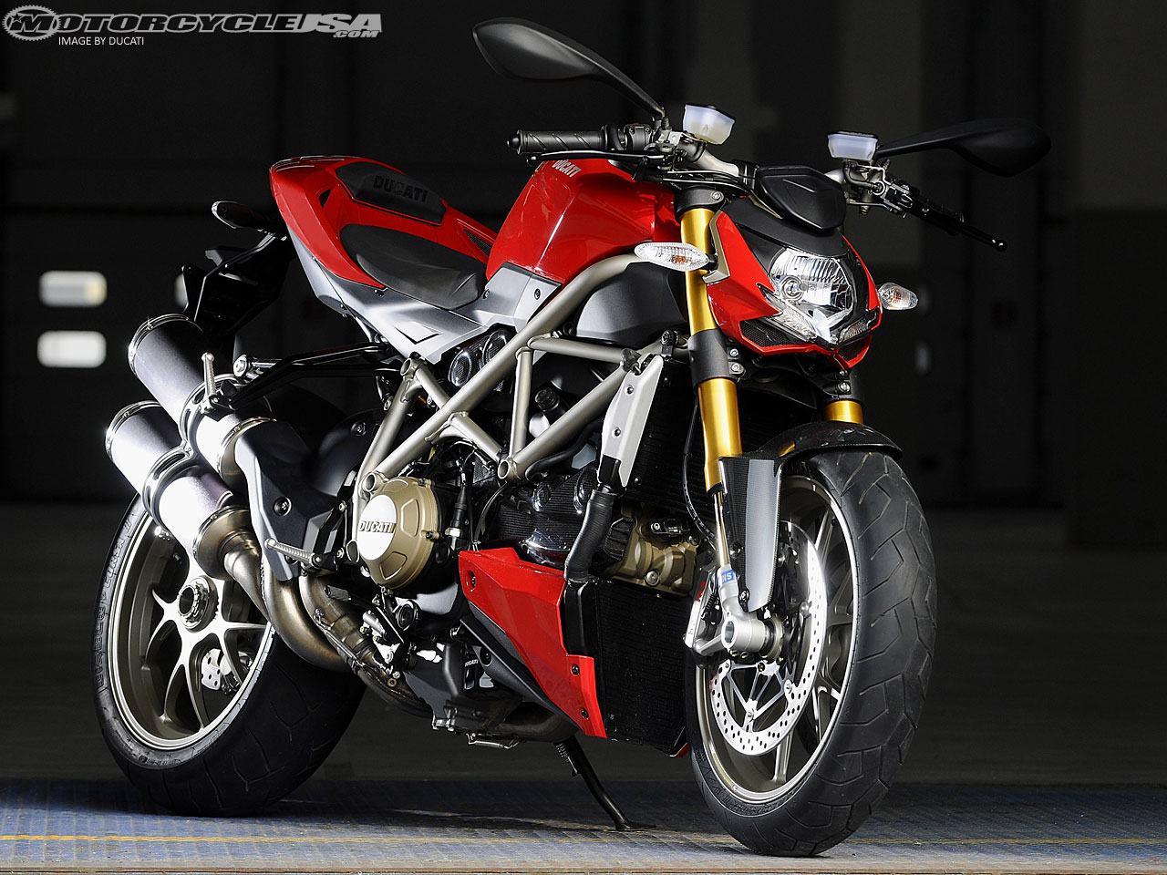 auto review ducati streetfighter. Black Bedroom Furniture Sets. Home Design Ideas