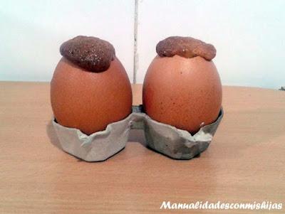 bizcocho dentro de una cascara huevo