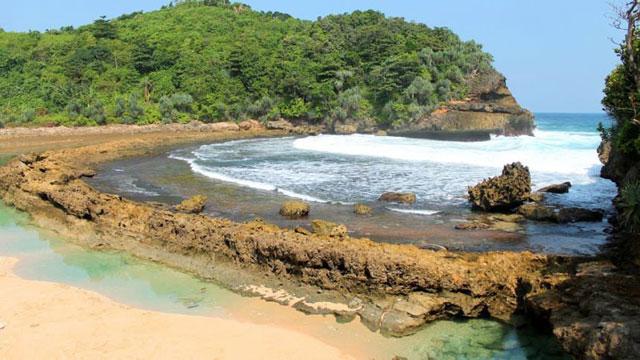 Pantai Batu Bengkuang