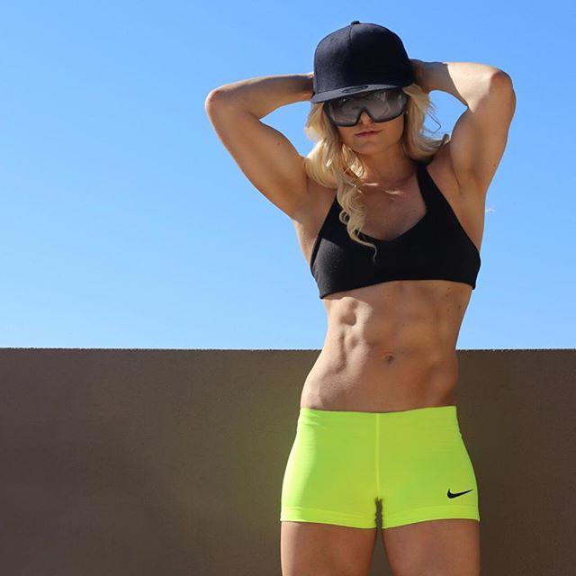 Fitness Model Zoë Daly WBFF PRO