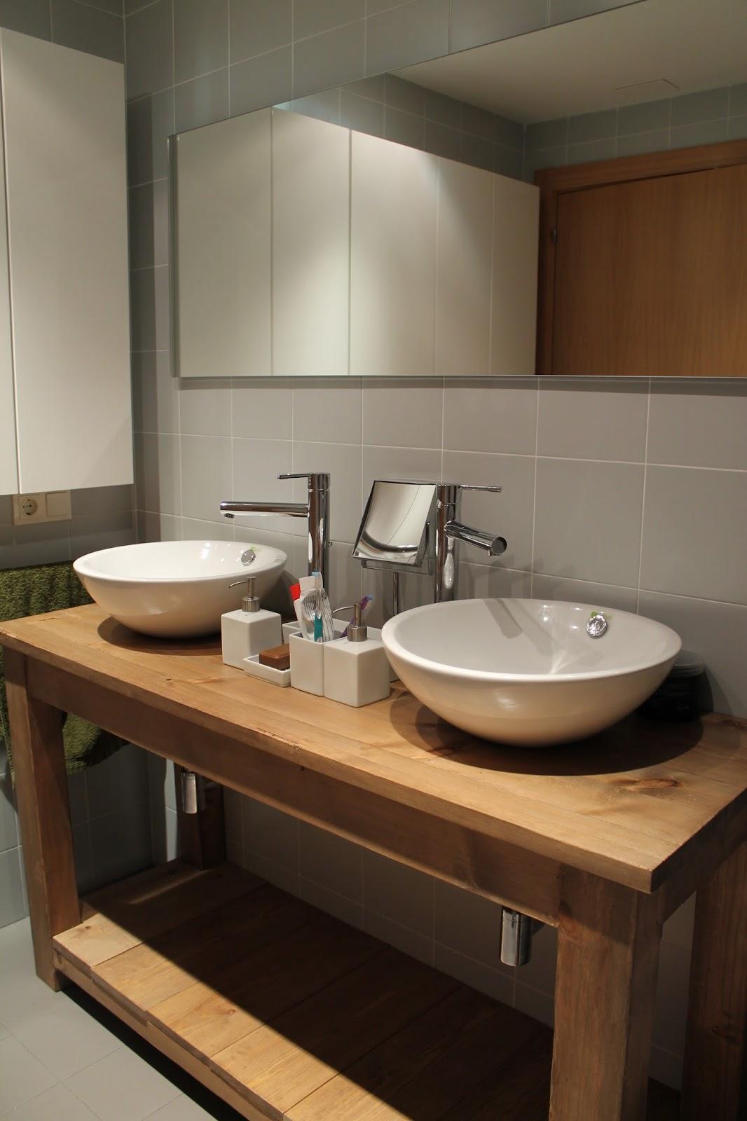 Mueble lavabo en madera dise o para que el agua fluya a for Mueble de bano de diseno de madera