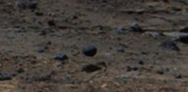 Hovering-metal-ball-or-metallic-sphere-on-Mars.