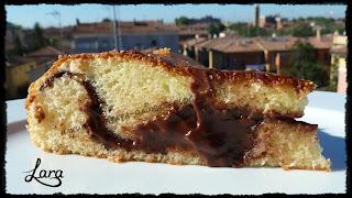 http://cucinaconlara.blogspot.it/2013/11/torta-allo-yogurt-con-cremoso-cuore-al.html