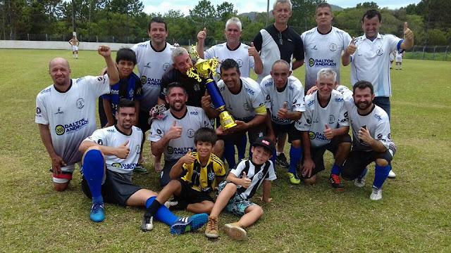 Domingo de futebol no norte da ilha