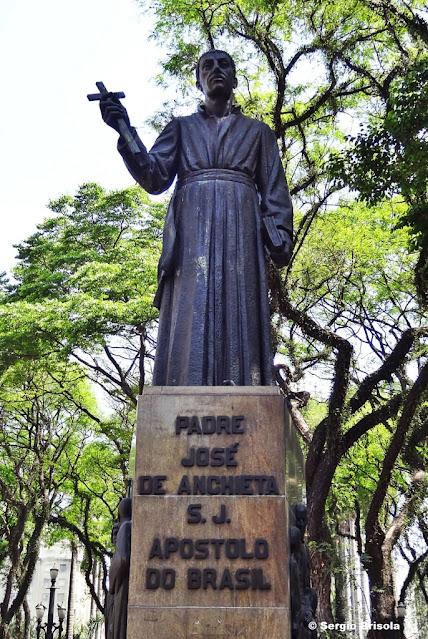 Close-up do Monumento ao Padre Anchieta - Sé - São Paulo