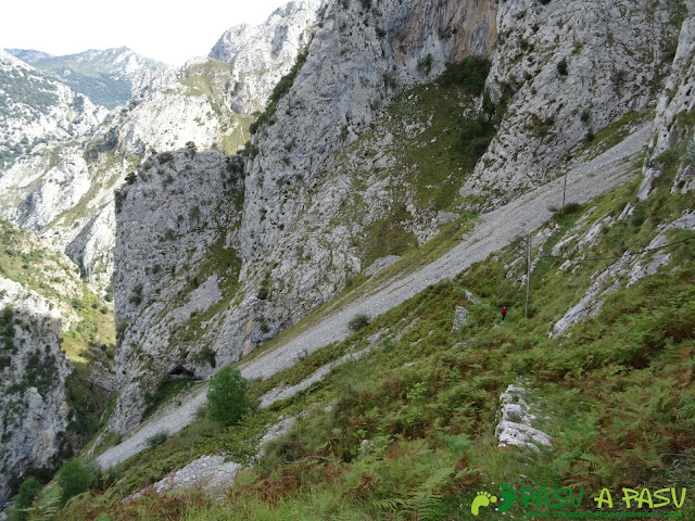 Canal de Reñinuevo: Subiendo a la entrada de la Canal de Reñinuevo