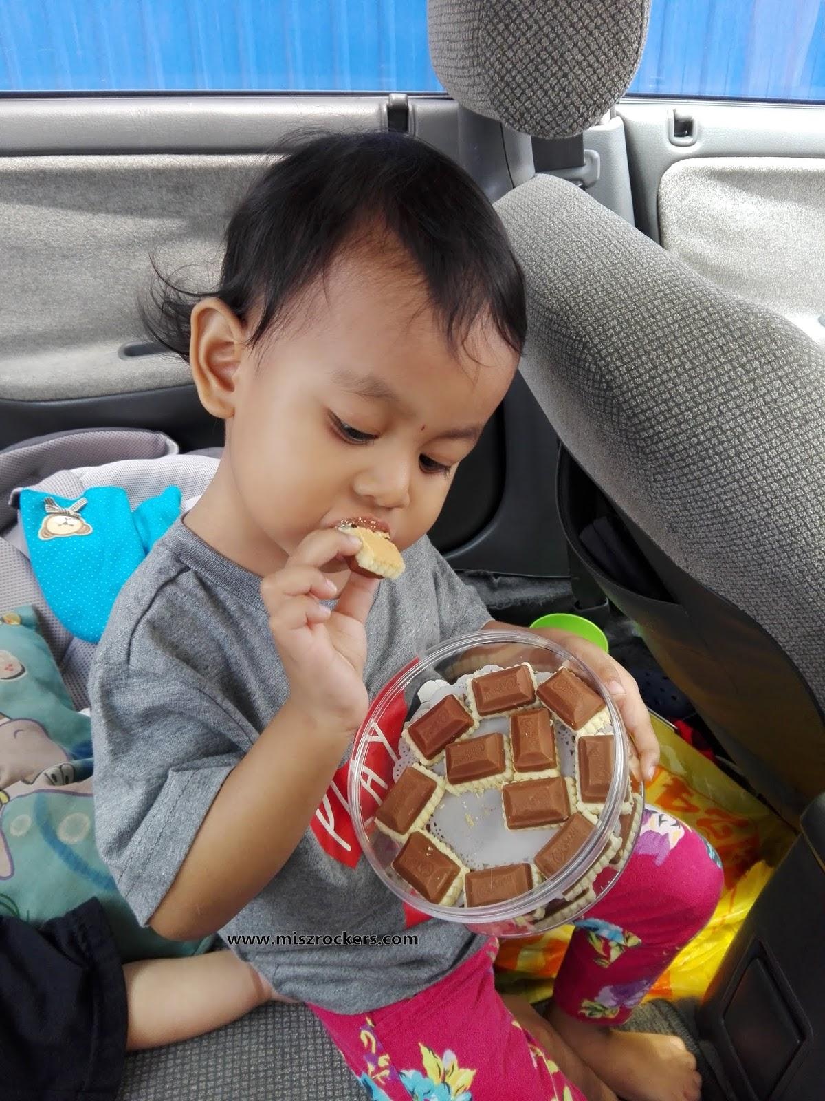 khusyuk dia makan