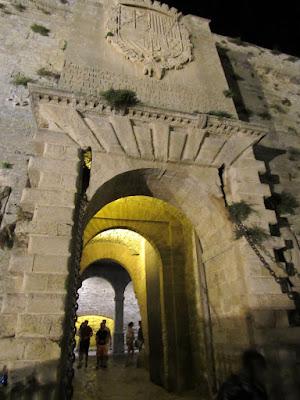 Dalt Villa Ibiza. Portal de Ses Taules. El acceso principal a la Dalt Vila