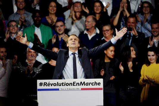 5046986_6_606a_emmanuel-macron-lors-du-meeting-parisien-de-son_dfbf343551b160860d4ddeffc6f9a53b