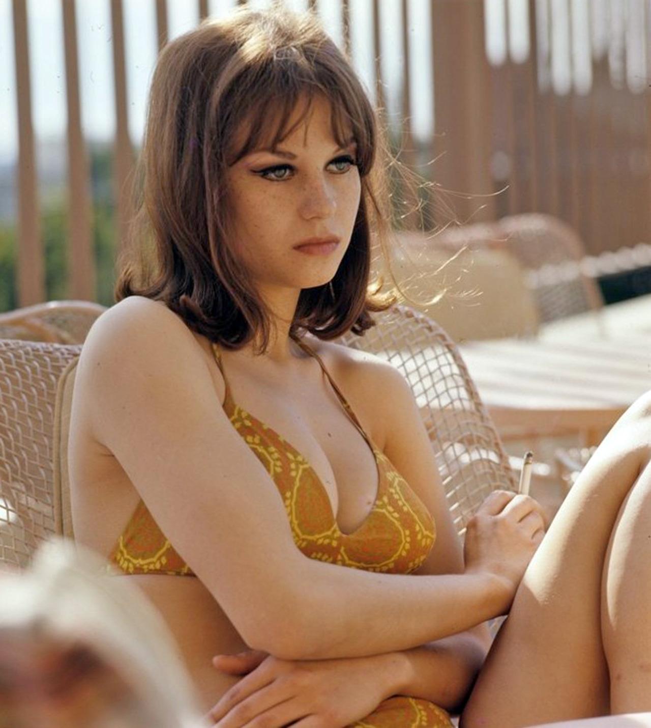 sunnyleone naked lesbian fuck