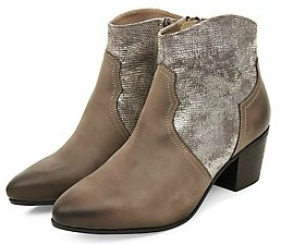 https://ad.zanox.com/ppc/?35705456C70219304&ulp=[[www.newlook.com/fr/shop/shoe-gallery/view-all-boots/light-brown-leather-contrast-western-boots-_362405121]]
