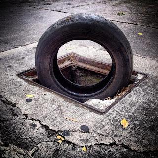 """El Calentamiento Global  o Cambio Climático,  es el enemigo perfecto para los políticos y las  multinacionales ya que no existe y podría ser  cualquier cosa, es un """"destructor"""" indefinible.  Y así, si las carreteras matan atropellados a  cientos de millones de animales cada año:  le echamos la culpa al """"calentamiento""""."""