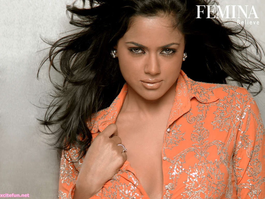 Latest Wallpapers Sameera Reddy - Pretty And Hot Actress From Bollywood-1053