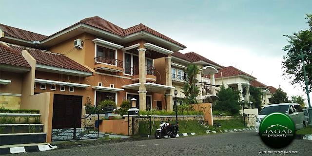 Rumah dalam Perum Elit dekat Pusat Kota