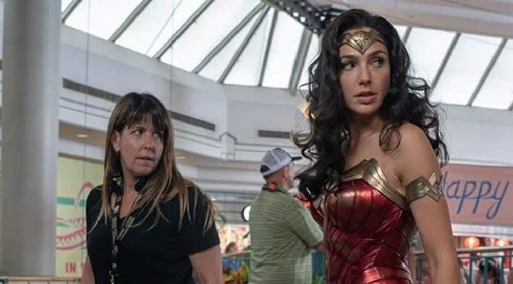 Wonder Woman 1984 Wrapped : ガル・ガドットとパティ監督のコンビが仕事納め ! !、DC コミックスの戦うヒロイン映画の続編「ワンダーウーマン 1984」の撮影が無事に終了 ! !