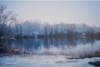 Những hồ nước phủ sương mơ màng khi sang đông 11