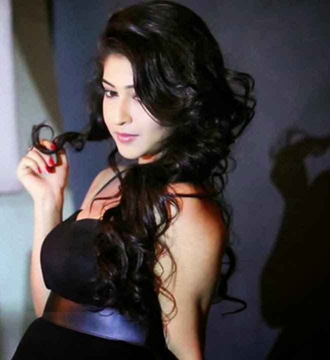 Bollywood actress Sonarika Bhadoria HD Wallpapers Free