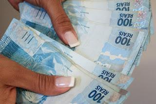 Bolsonaro assina decreto com minimo de 998 abaixo da estimativa que seria de R$ 1.006