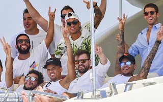 World 's Most Expensive Player Neymar And Friends Party On Yacht ( Photos )