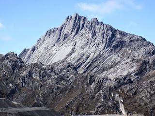 1. Gunung Carstenz, Irian Jaya (4.884m)