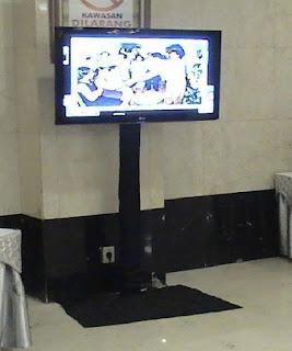 Sewa Standing LCD TV