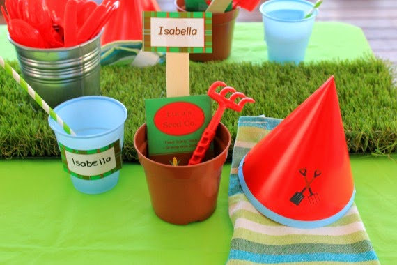 Little Gardeners themed kids birthday party place settings - www.lovethatparty.com.au Heaps of insiration, ideas, tips, recipies, diys and party decorations on this blog!