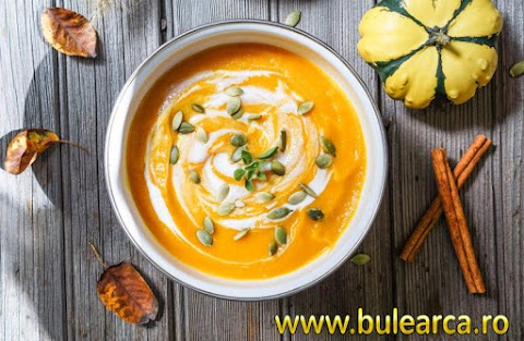 Gastronomy: Pumpkin cream soup with coconut cream and seeds