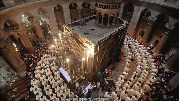 Keluarga Muslim Penjaga Perdamaian Diantara Enam Denominasi Di Gereja Yerusalem