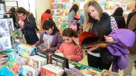 Promociones son vedettes en la Feria del Libro de Neuquén