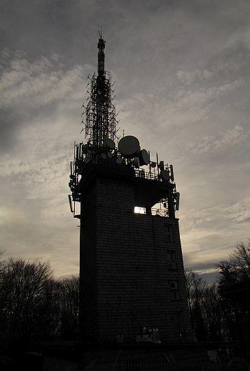 Radiowo-telewizyjna stacja nadawcza.